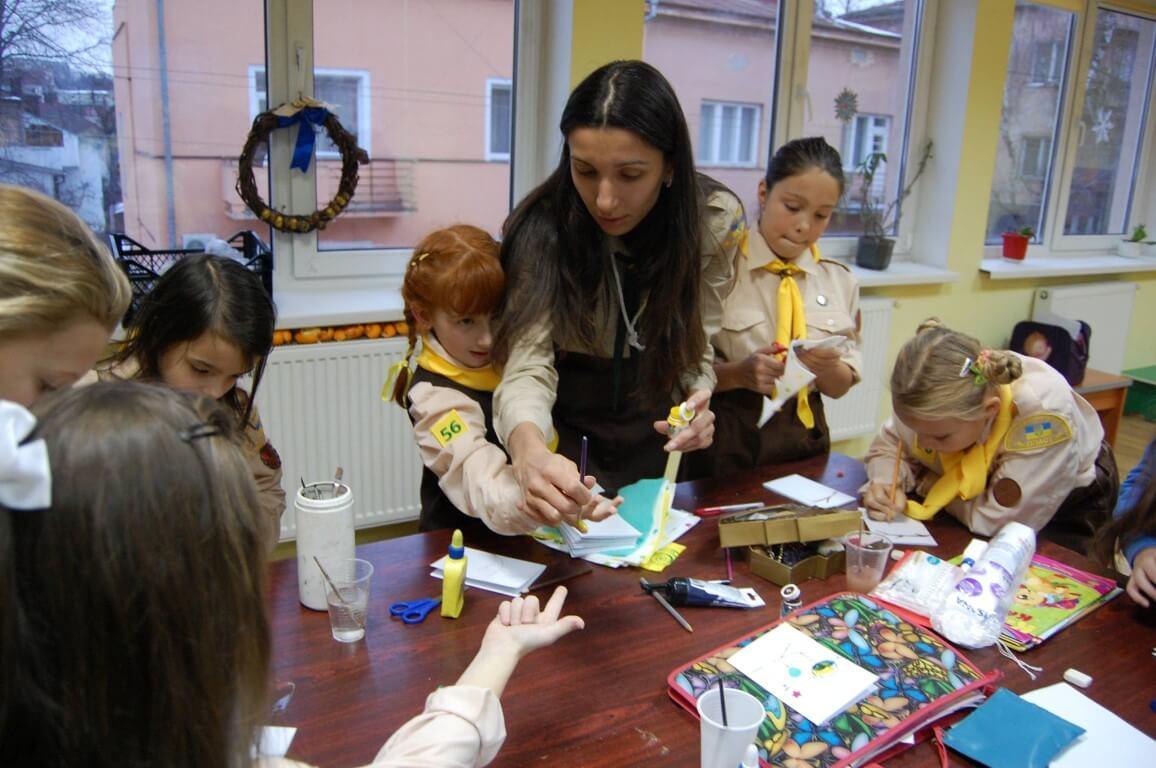 Новацтво станиці Івано-Франківськ передали воїнам АТО смаколики та різдвяні листівки