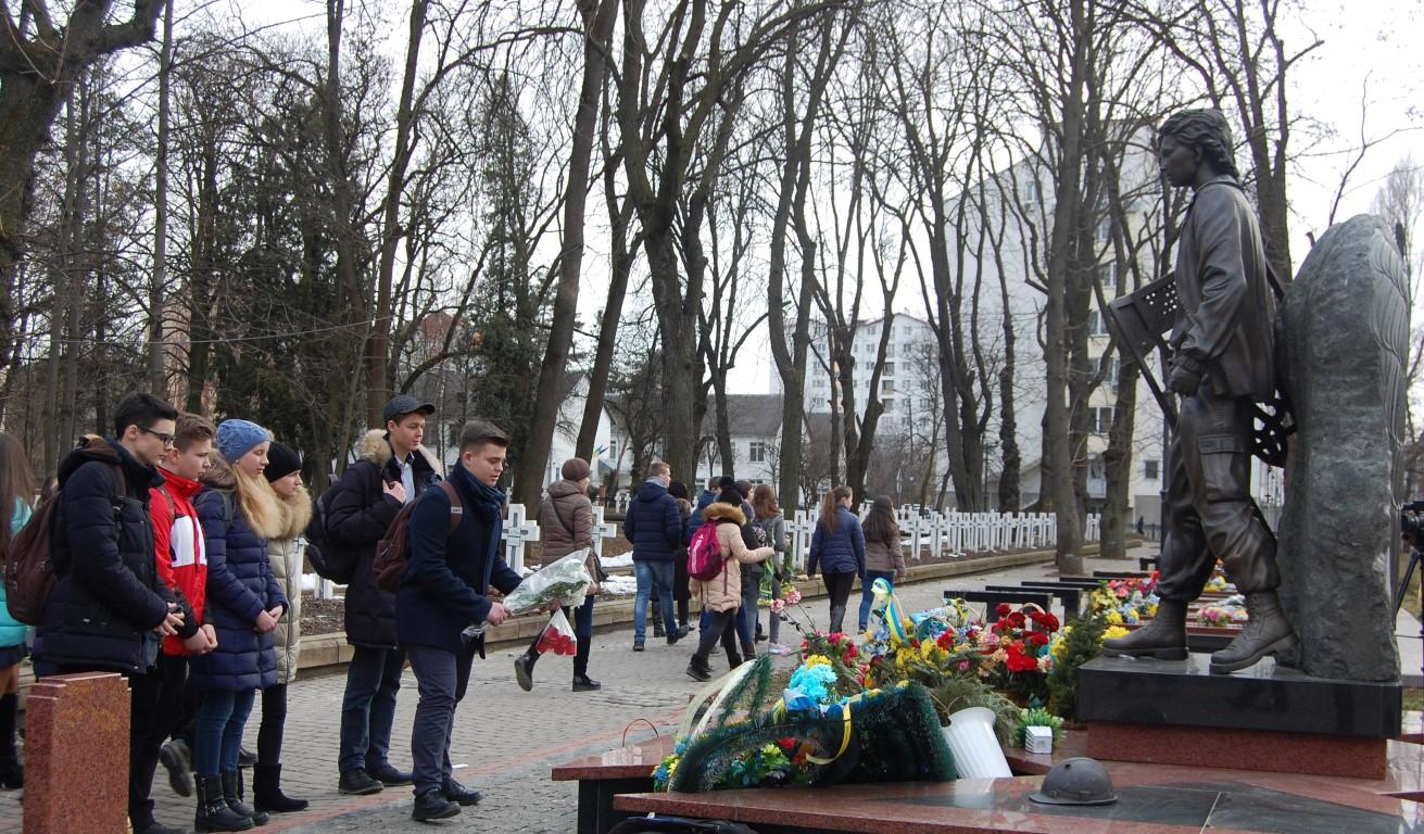 Пластуни Івано-Франківська організували для учнів шкіл змаг приурочений до Дня пам'яті Героїв Небесної Сотні