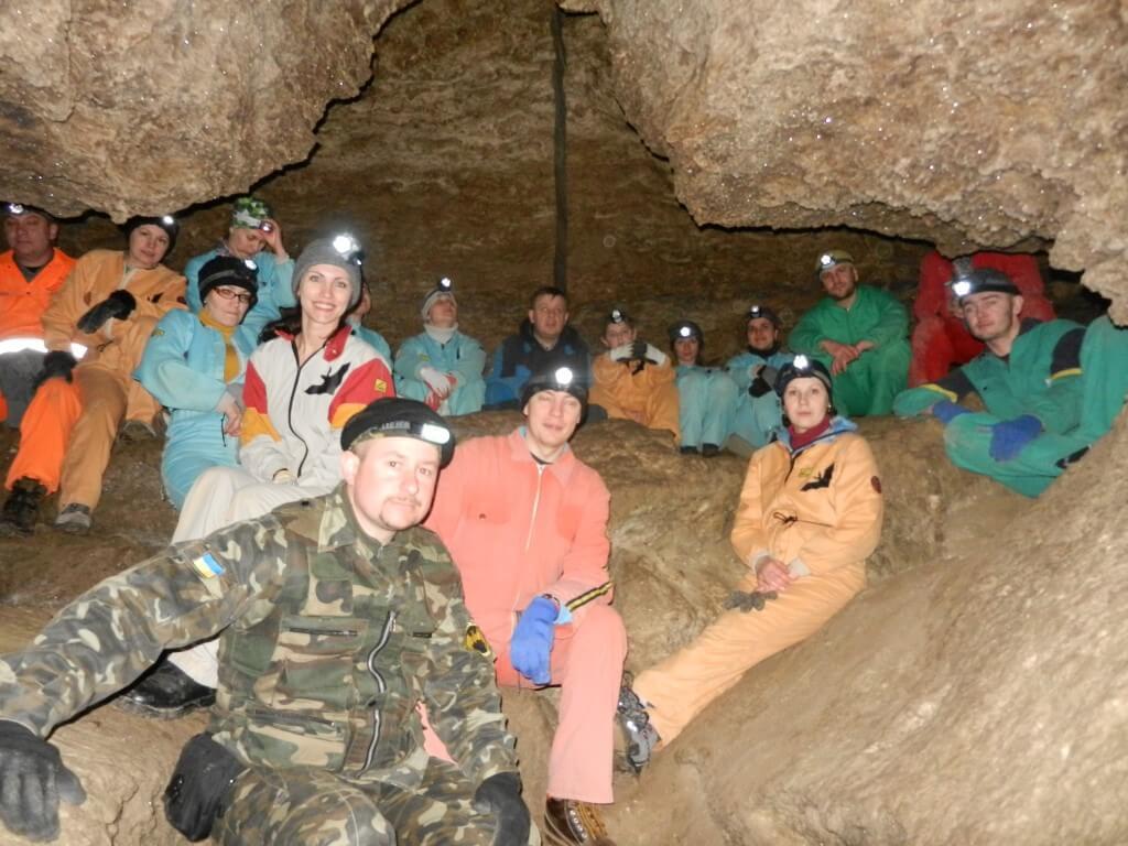 Тернопільські пластуни організували незвичний флешмоб в печерах Млинки до Шевченківських днів